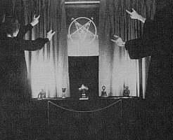 イルミナティの悪魔崇拝の儀式.jpg