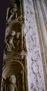 モデナ大聖堂のレリーフ(魔柱).jpg