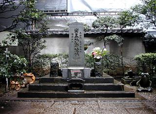 平将門の首塚.jpg
