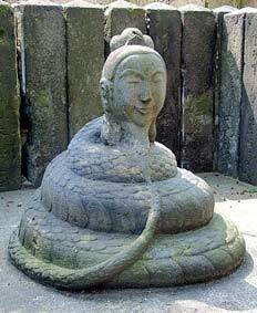 蛇身弁財天 石像.jpg