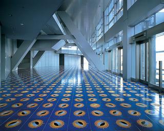 電通本社ビルの床.jpg